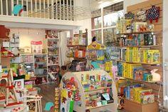 arthur a envahi la boutique. shop display, kids store display.