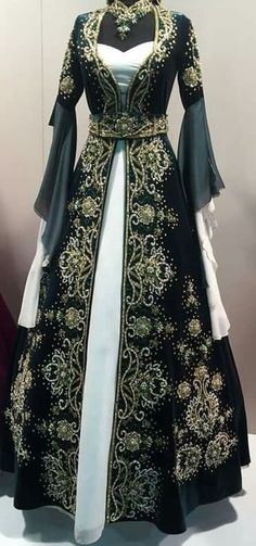 Black and Gold Medieval Dress #MedievalDress