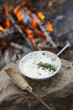 "Brennnessel-Dip Rezept: ""Nesseltropfen"" Kraut, Ethnic Recipes, Food, Dip Recipes, Meal, Eten, Meals"