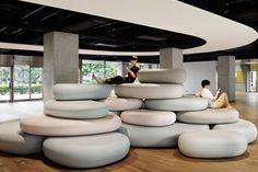 Pebble-like seats in pastel hues offer students a place to recline in Zero Space, which Igarashi Design Studio has created for an arts university in Tokyo. Office Interior Design, Office Interiors, University Interior Design, Cool Furniture, Furniture Design, Furniture Removal, Modern Japanese Architecture, Espace Design, Green Lounge