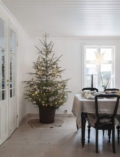 Country Christmas Home Tour (lark & linen) Natural Christmas, Christmas Mood, Country Christmas, Simple Christmas, Beautiful Christmas, Natal Natural, Navidad Natural, Natal Country, Advent