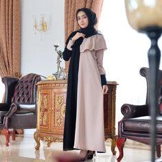 317.4k Followers, 549 Following, 1,486 Posts - See Instagram photos and videos from SYARIFAH MARIAH ALGIPTIAH (@agipalaydrus) Black Bodycon Dress Outfit, Wrap Dress Outfit, Hijab Style Dress, Hijab Outfit, Little Black Dress Classy, Classy Dress, Hijab Fashion, Fashion Dresses, Ivory Bridesmaid Dresses