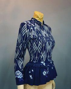 Thai Fashion, Women's Fashion, Fashion Design, Traditional Dresses Designs, Thai Dress, Thai Style, Renaissance Art, Ball Dresses, Silk Dress