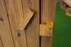 Cerradura de madera para puerta de jardín