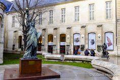 Musée des arts et métiers: Uma miniatura da Estátua da Liberdade recepciona os visitantes