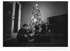 Christmas Photography Ideas via iHeartFaces.com - Photo by Jackie Jean Photography
