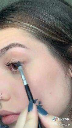 Simple Eye Makeup Video, Basic Makeup, Makeup Basics, Grunge Makeup Tutorial, Makeup Looks Tutorial, Contour Makeup, Skin Makeup, Everyday Makeup Tutorials, Makeup Makeover