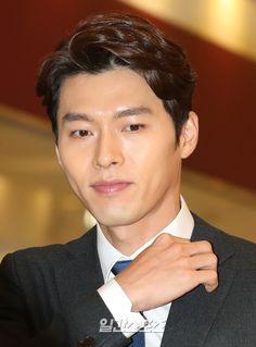 Hyun Bin Attends Menswear Brand Event and Agency Confirms Drama and Movie Return in 2017 Hyun Bin, Yoo Hae Jin, Netflix, Daniel Henney, Men's Fashion Brands, Asian Celebrities, Handsome Actors, Korean Star, New Movies
