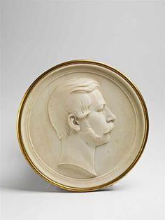 Bildnis des Kronprinzen Friedrich Wilhelm Marmor, der Rahmen vergoldet. Tondo im Stil der klassische — Skulpturen, Plastiken, Installationen, Bronzen, Relief