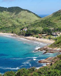 Sabia que em Búzios tem uma das poucas praias com areia rosa do mundo? É a Praia Brava. E lá do outro lado da montanha tem a praia Olho de Boi uma praia de nudismo escondida entre as pedras. Já estou com saudades de ir a Búzios.  Temos todas essas dicas lá no blog http://ift.tt/1Rd5iyX (inclusive com muitas fotos lindas de ambas as praias). #buzios #praiabrava #riodejaneiro