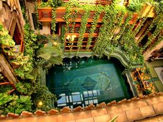 Ostentatious Persian rug design in swimming pool by Richard Afkari in the inner courtyard of renowned architect Dr. Sami Angawi's house in Jeddah, Saudi Arabia Jeddah, Exterior Design, Interior And Exterior, Interior Garden, Interior Tropical, Ideas De Piscina, Beautiful Homes, Beautiful Places, Pool Designs
