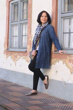Casual weekend look in denim dress and leggings - Styling Series Part 2