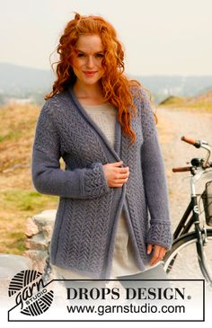 "Knitted DROPS roll edge vest with lace pattern in ""Alpaca"" and ""Kid-Silk"". Size: S - XXXL. ~ DROPS Design"