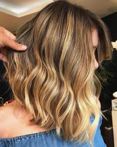 20 Golden Brown Hair Color Ideas All Brunettes Need to See - Cabello Rubio Balayage Long Hair, Brown Balayage, Hair Color Balayage, Blonde Balayage, Honey Balayage, Blonde Hair Looks, Brown Blonde Hair, Brown Hair With Highlights, Blonde Highlights
