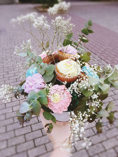 Cupcake Bouquet • Flower Cupcakes • Cupcake Gift Cupcake Gift, Flower Cupcakes, Floral Wreath, Bouquet, Wreaths, Table Decorations, Flowers, Design, Gifts