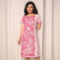 Home - Batik Kultur Model Dress Batik, Batik Dress, Myanmar Traditional Dress, Traditional Dresses, Elegant Dresses, Pretty Dresses, Dress Batik Kombinasi, Batik Kebaya, Dress Brokat