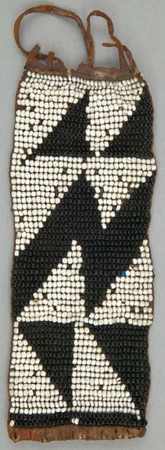 Beaded anklet (skin, glass beads and plant fiber) Xhosa people of South Africa African Beads, African Jewelry, Ethnic Jewelry, African Design, African Art, Beaded Anklets, Beaded Jewelry, Jewellery, Textiles