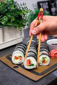 Sushi - przepis Sushi Burger, My Sushi, Sushi Roll Recipes, Sushi Donuts, Asian Recipes, Healthy Recipes, Salty Foods, Yummy Food, Tasty