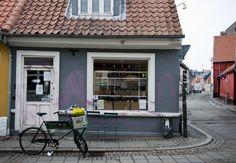 Dyr, men goood bager, der sender en af nybagt ud over store dele af Mejlgade Aarhus, Store, Outdoor Decor, Men, Home Decor, Decoration Home, Room Decor, Larger, Guys