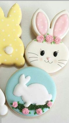 So excited for spring to come in March 💐 cookies Wiggle Flower Bunny Cookies - Hayley Cakes and Cookies Fancy Cookies, Iced Cookies, Cute Cookies, Royal Icing Cookies, Holiday Cookies, Cupcake Cookies, Sugar Cookies, Cookies Et Biscuits, Cookie Favors