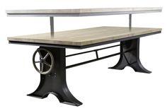 Een stoere industriële tafel met 4 cm massief eiken blad en stalen onderstel. Leverbaar in de volgende formaten: Lengte: 200 / 230 / 250 / 300 cm. Breedte: 100 cm.