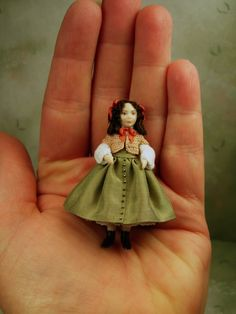 Dollhouse Dolls, Miniature Dolls, Mini Mini, Tiny Dolls, Tiny Treasures, Craft Box, Scale, Christmas Ornaments, Holiday Decor