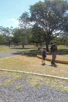 Social- Pai e filha indo para as atividades do Grupo de escoteiros