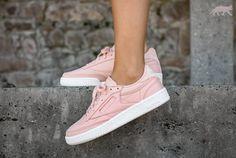 Une sélection de sneakers rose nude qui matcheront parfaitement avec du denim brut ou gris clair, des associations color block avec un bordeaux profond, un violet électrique ou un orange pour …