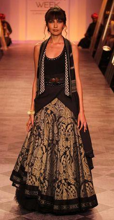 India TV >> Lakme Fashion Week 2014: Jacqueline Fernandez turns bride for Tarun Tahiliani (view pics)