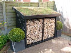 Log store with Sedum roof Outdoor Firewood Rack, Firewood Storage, Firewood Shed, Wood Storage Sheds, Garden Ideas With Logs, Back Gardens, Outdoor Gardens, Sedum Roof, Log Store