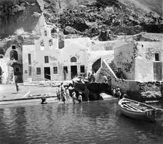 santorini 1930 Vintage Pictures, Old Pictures, Old Photos, Santorini Sunset, Santorini Island, Greece Pictures, Greece Photography, Greek Culture, Greece Travel