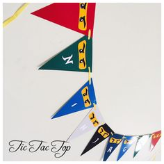 The order includes 1 X Lego Ninjago Party Bunting Length: 126cm (9 flags X 14cm) Each Flag size: 14cm X 19cm X 19cm Please visit my store for all