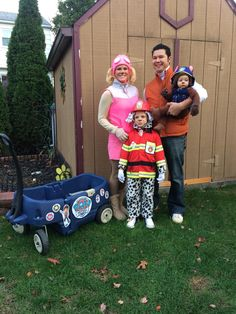 Paw Patrol Family Halloween Costumes. Ryder, Skye, Marshal, Chase. Mom Costumes, Family Halloween Costumes, Halloween 2017, Halloween Horror, Baby Halloween, Halloween Decorations, Chase Paw Patrol Costume, Paw Patrol Halloween Costume, Reese's Pieces
