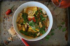 A delicious red thai #laksa #vegan #glutenfree #thai www.theveganmanual.com