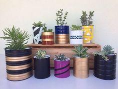 Utilize as latas decoradas como vasos Diys, Black Paper Drawing, Garden Picnic, Diy Cans, Aluminum Cans, Diy Plant Stand, Types Of Craft, Diy Planters, Decoration