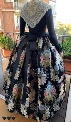 African Fashion Skirts, Period Outfit, Built In Wardrobe, Marie Antoinette, Pretty Outfits, Doll Clothes, Vintage Fashion, Gowns, Costumes
