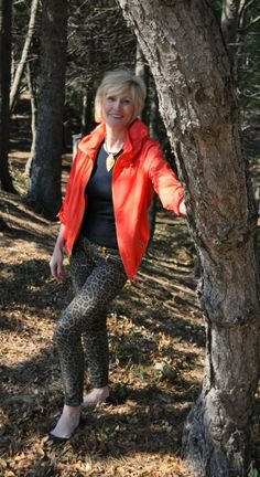 Maybe it's because I'm a Leo, but I find I'm drawn to animal prints. They're fun and exciting when you want to shake things up a bit. A few months ago I picked up these playful, skinny leopard jean...