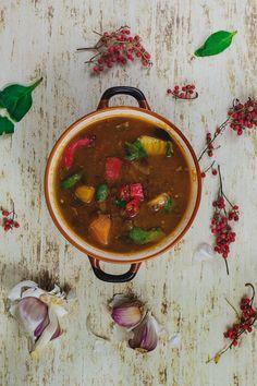 Zimowa, marokańska zupa z soczewicy i batatów ze szpinakiem