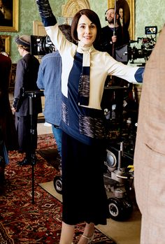 Downton Obsession | jodockerys: Michelle Dockery behind the scenes of Downton Abbey, 6x04
