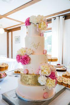 Hääkakku.  Wedding cake inspiration.   Linnan Juhlakuva Wedding Cake Inspiration, Wedding Cakes, Desserts, Food, Wedding Gown Cakes, Tailgate Desserts, Deserts, Essen, Cake Wedding