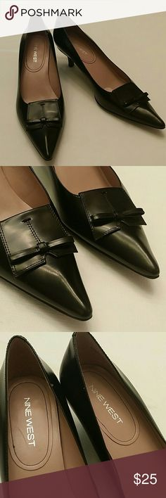 """Nine West pumps Black leather pumps, with 2.25"""" heel and pounty toes.  Size 9 Cute flat bow design  Some peeling in the lining from removing the cushions.  Other than that in great preowned  condition Nine West Shoes Heels"""