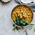Coconut curry chicken is a delicious, healthy, one pan meal. Its naturally #glutenfree #dairyfree and #paleo. If you watched my stories yesterday, you also saw how I froze portions of it in my fave Weck jars. I've got days and days of curry in my future.  Happy Sunday!