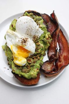 The ultimate guide to the best breakfast and brunch in Austin! Featuring 20 different restaurants that serve up the absolute best early bites in town. Breakfast Tacos, Best Breakfast, Austin Brunch, Avacado Toast, Austin Food, Brunch Spots, Good Foods To Eat, Very Hungry, Catering