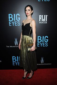 クリステン・リッター - ゴールドのロングスカートでゴージャスなホリデイパーティスタイル | 海外セレブファッションスナップ CELEB SNAP