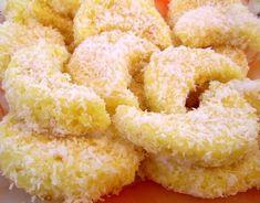 Reteta culinara Semilune insiropate din categoria Prajituri. Cum sa faci Semilune insiropate