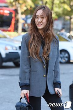 f(x) Krystal ♥ Krystal Fx, Jessica & Krystal, Asian Fashion, Girl Fashion, Krystal Jung Fashion, Office Outfits Women, Airport Style, Airport Fashion, Korean Celebrities
