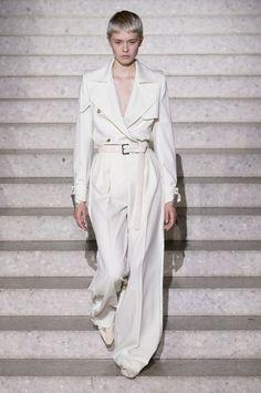 Max Mara 2020 runway fashion trend report vogue parachute Source by xoxoDonnaCxoxo fashion trends New York Fashion, Trend Fashion, 2020 Fashion Trends, Fashion Editor, Fashion Week, Fashion 2020, Look Fashion, Runway Fashion, Fashion Models