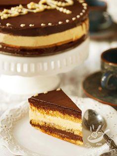 Opera cake - Ecco a voi la Torta Opera o Opera Cake, la regina delle torte più cioccolatose del mondo. Si tratta di un grande classico della cucina internazionale!