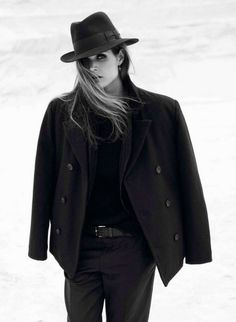 : malgosia bela by claudia knoepfel and stefan indlekofer for vogue paris september 2012 Vogue Paris, Fashion Fotografie, Moda Fashion, Womens Fashion, Costume Noir, Mafia Costume, Tomboy Chic, Feminine Tomboy, All Jeans