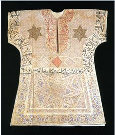 . Islamic Art Calligraphy, Historical Clothing, Ancient Art, Traditional Dresses, Short Sleeve Dresses, Textiles, Costumes, Arabesque, Archery